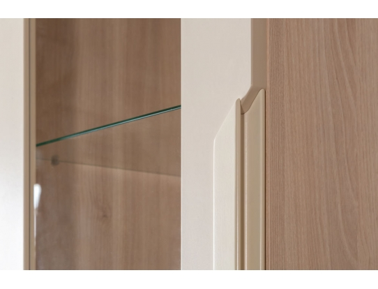 Шкаф витрина Сканди Жемчужно-белый